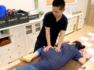 坐骨神経痛の施術の様子