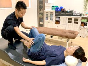 坐骨神経痛の施術の様子02